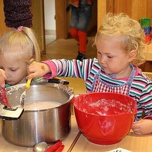 33 Kindergarten-Gruppen lernen gesund kochen mit Gelbe Seiten