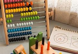 Sortierter Spielzeug- und Großteilebasar