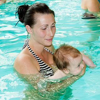 Babyschwimmen stärkt Muskulatur und Koordination