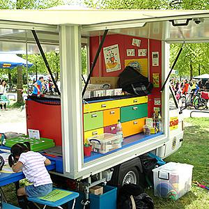Kinderrechte-Mobil beim Lauf für Mehrsprachigkeit