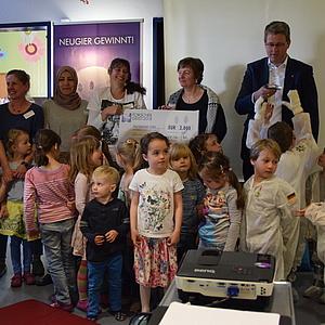 """Caritas-Kita """"Himmelszelt"""" als """"Forschergeist""""-Landessieger Hessen ausgezeichnet"""