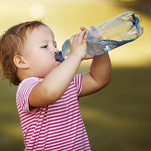 So kommt Ihr Kind cool durch die Sommerhitze!