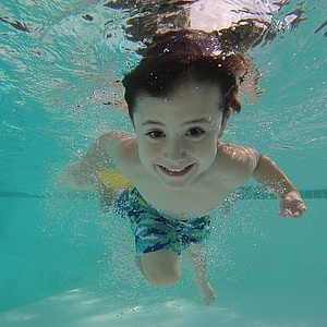 Kinder dürfen bald kostenlos in Frankfurter Schwimmbäder
