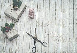 Upcycling: Weihnachtskarten aus Stoff und Papier