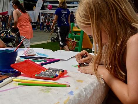 Kids malten ihre Helden