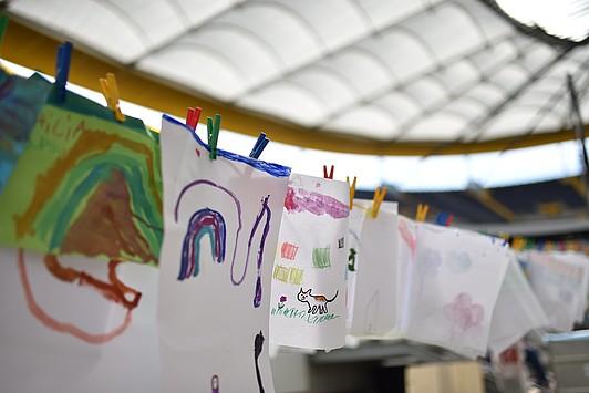 Kids malten ihre Erlebnisse in der Natur