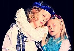 Kinder spielen für Kinder - Die kleine Seejungfrau