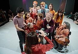 Über Uns (UA) Ein Weltbilderabend des Theaterclubs zeitraum