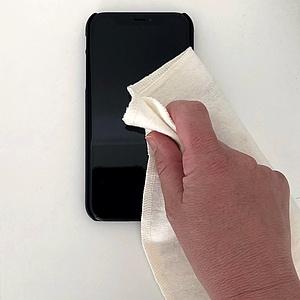 Gegen Corona & Co.: So reinigt Ihr Euer Smartphone richtig