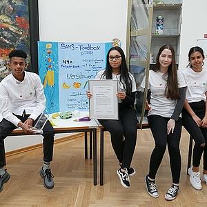 """Schüler-Team """"Die SaMS"""" gewinnt 1. Schools Challenge Frankfurt mit öffentlicher Foodbox"""